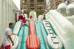 August 5, 2017 - New York, United States - New Yorkers & tourists enjoy LG QuadWash Water Park during Summer Streets festival along Park Avenue to play, run, walk, bike modeled after Bogota & Paris (Credit Image: © Lev Radin/Pacific Press via ZUMA Wire)