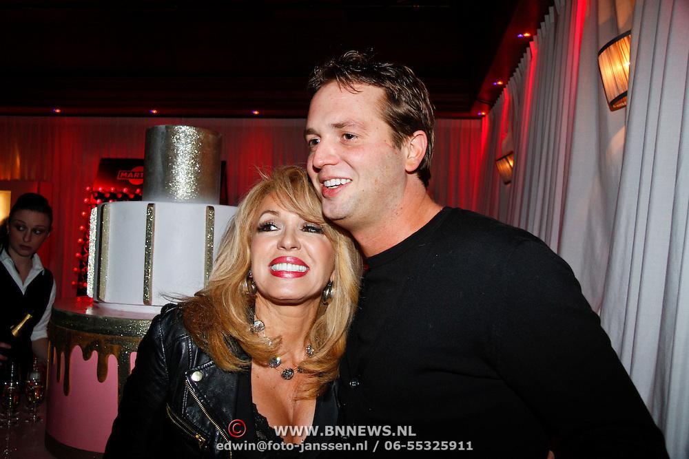 NLD/Uitgeest/20120116 - Uitreiking Populariteitsprijs 2012, Patricia Paay en partner Nicky van Dam
