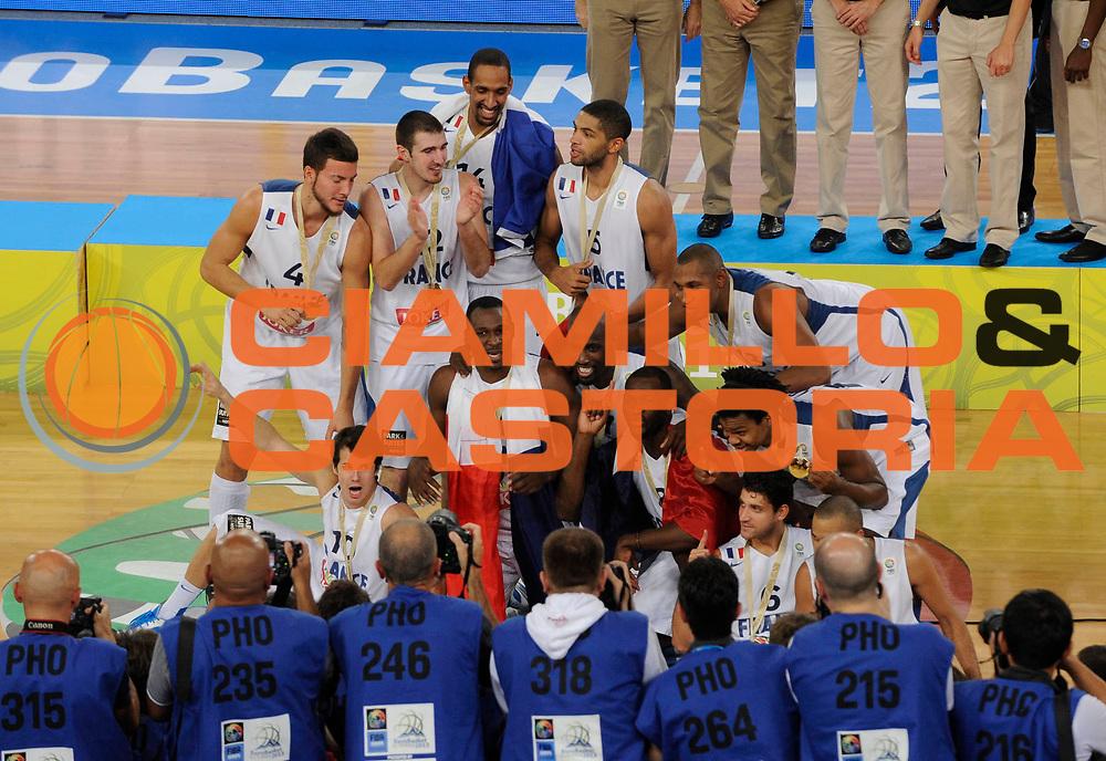 DESCRIZIONE : Lubiana Ljubliana Slovenia Eurobasket Men 2013 Finale Final Francia France Lituania Lithuania<br /> GIOCATORE : Team Francia Team France<br /> CATEGORIA : esultanza jubilation<br /> SQUADRA : Francia France<br /> EVENTO : Eurobasket Men 2013<br /> GARA : Francia France Lituania Lithuania<br /> DATA : 22/09/2013 <br /> SPORT : Pallacanestro <br /> AUTORE : Agenzia Ciamillo-Castoria/N.Parausic<br /> Galleria : Eurobasket Men 2013<br /> Fotonotizia : Lubiana Ljubliana Slovenia Eurobasket Men 2013 Finale Final Francia France Lituania Lithuania<br /> Predefinita :