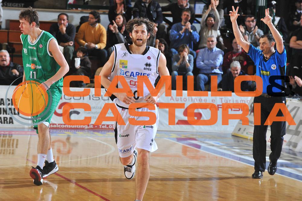 DESCRIZIONE : Ferrara Lega A 2009-10 Basket Carife Ferrara Benetton Treviso<br /> GIOCATORE : Luke Jackson<br /> SQUADRA : Carife Ferrara<br /> EVENTO : Campionato Lega A 2009-2010<br /> GARA : Carife Ferrara Benetton Treviso<br /> DATA : 09/01/2010<br /> CATEGORIA : Esultanza<br /> SPORT : Pallacanestro<br /> AUTORE : Agenzia Ciamillo-Castoria/M.Gregolin<br /> Galleria : Lega Basket A 2009-2010 <br /> Fotonotizia : Treviso Campionato Italiano Lega A 2009-2010 Carife Ferrara Benetton Treviso<br /> Predefinita :