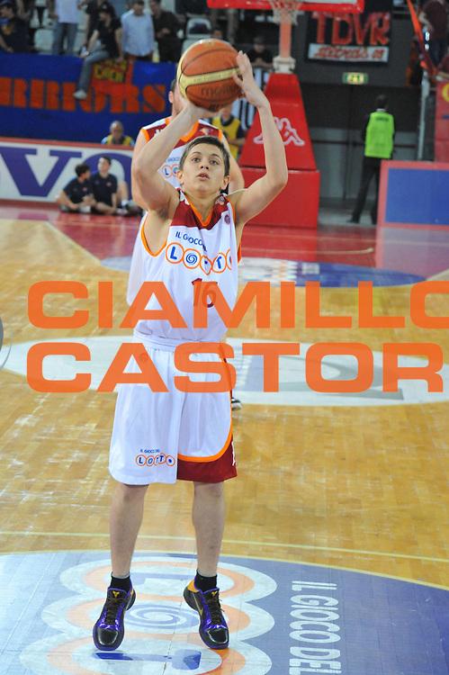 DESCRIZIONE : Roma Lega A 2009-10 Lottomatica Virtus Roma Canadian Solar Bologna<br /> GIOCATORE : Gianluca Marchetti<br /> SQUADRA : Lottomatica Virtus Roma <br /> EVENTO : Campionato Lega A 2009-2010<br /> GARA : Lottomatica Virtus Roma Canadian Solar Bologna<br /> DATA : 08/05/2010<br /> CATEGORIA : Tiro <br /> SPORT : Pallacanestro<br /> AUTORE : Agenzia Ciamillo-Castoria/M.Gregolin<br /> Galleria : Lega Basket A 2009-2010 <br /> Fotonotizia : Roma Campionato Italiano Lega A 2009-2010 Lottomatica Virtus Roma Canadian Solar Bologna<br /> Predefinita :