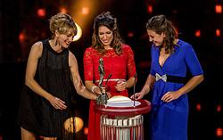 21-12-2016 NED: Sportgala NOC * NSF 2016, Amsterdam<br /> In de Amsterdamse RAI vindt het traditionele NOC NSF Sportgala weer plaats / Marianne Timmer en Ilse Paulis en Maaike Head (r) zijn verkozen tot Sportploeg van het Jaar op het NOC*NSF Sportgala 2016