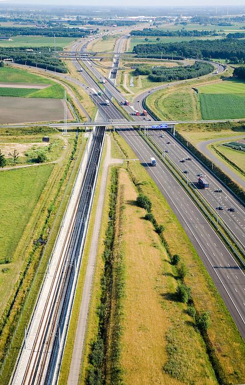 Siebe Swart 20 maart 10:30.Nederland, Noord-Brabant, Knooppunt Galder, 04-07-2006; luchtfoto . Linksonder HSkomt uit Breda, paralleaan A16, ter hoogte van het knooppunt gaat de spoorlijn onder de autosnelweg door om aan de andere kant van de A16 te vervolgen, richting grens met Belgie. Zie ook andere foto's van deze lokatie (lucht en panorama); deevan de serie Panorama Nederland..Road junction Galder. HST is running along the motor road, flying under the motor road continuing direction Belgian border.  .Other aerial and panorama photos available, part of the series Panorama Nederland (major infrastucture photo project).luchtfoto (toeslag); aerial photo (additional fee required); .foto Siebe Swart / photo Siebe Swart