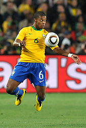28.06.2010, Ellis Park Stadium, Johannesburg, RSA, FIFA WM 2010, Brazil (BRA) vs Chile.C (CHI), im Bild Michel Bastos (Brasile). EXPA Pictures © 2010, PhotoCredit: EXPA/ InsideFoto/ Giorgio Perottino +++ for Austria and Slovenia only +++ / SPORTIDA PHOTO AGENCY
