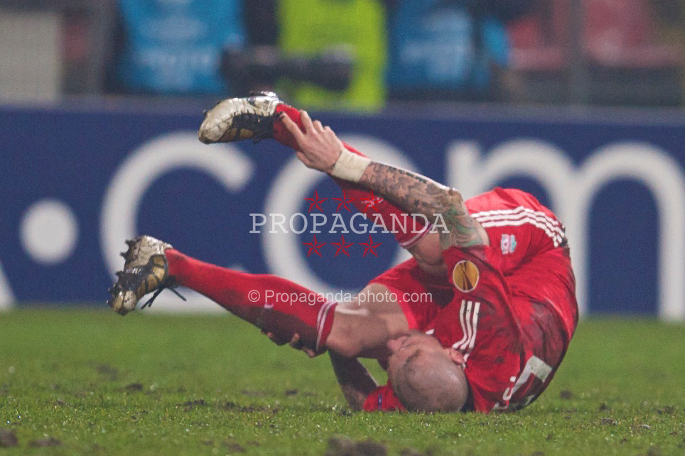 BUCHAREST, ROMANIA - Thursday, February 25, 2010: Liverpool's Martin Skrtel goes down injured during the UEFA Europa League Round of 32 2nd Leg match at the Steaua Stadium. (Photo by David Rawcliffe/Propaganda)