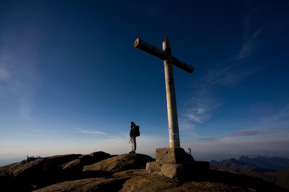 Alto Caparao_MG, Brasil...Turista no Pico da Bandeira, no Parque Nacional Serra do Caparao...The tourist in Pico da Bandeira at Serra do Caparao National Park...Foto: LEO DRUMOND /  NITRO