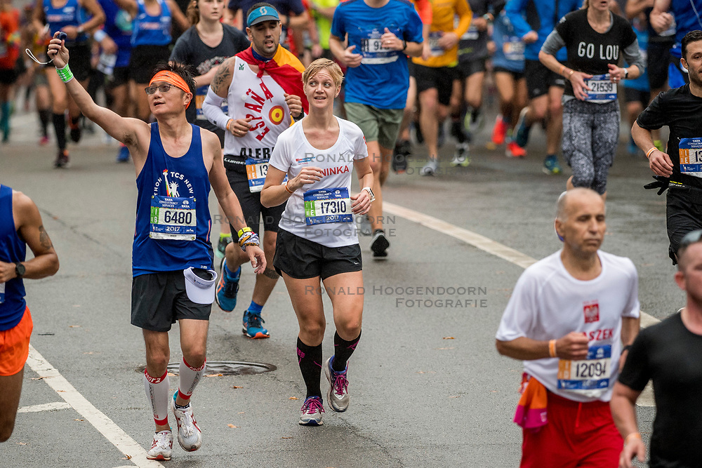 05-11-2017 USA: NYC Marathon We Run 2 Change Diabetes day 3, New York<br /> De dag van de marathon, 42 km en 195 meter door de straten van Staten Island, Brooklyn, Queens, The Bronx en Manhattan / Janinka