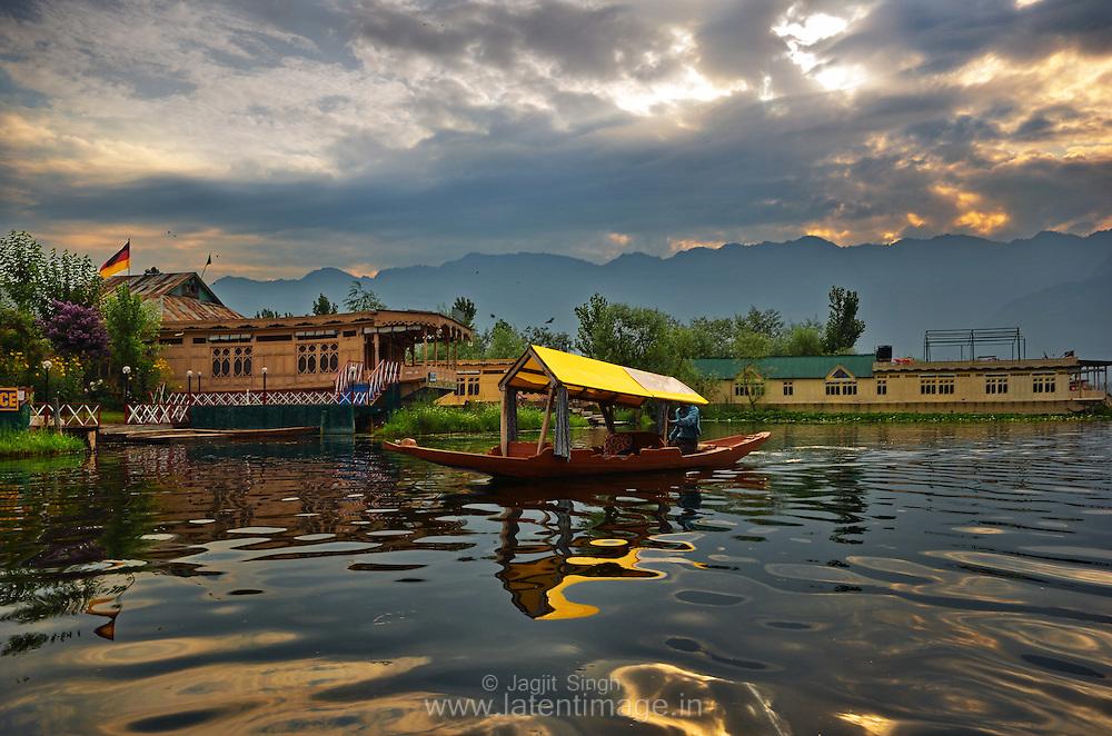 Shikara & houseboats are one of the major attraction of Dal Lake, Srinagar.