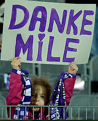 22.09.2010, Horr Stadion, Wien, AUT, 1. FBL, FK Austria Wien vs Red Bull Salzburg, fan of Milenko Acimovic when he retires due to the injuries, EXPA Pictures 2010, PhotoCredit: EXPA/ S. Trimmel / SPORTIDA PHOTO AGENCY