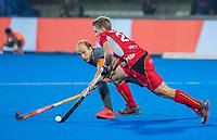BHUBANESWAR, INDIA -  Billy Bakker (Ned) met Victor Wegnez (Belgie) tijdens   de  finale tussen België en Nederland (0-0) bij het WK Hockey heren in het Kalinga Stadion. Belgie wint na shoot-outs. COPYRIGHT KOEN SUYK