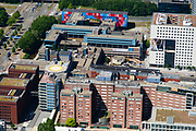 Nederland, Noord-Holland, Amsterdam-Buitenveldert, 29-06-2018; Kenniskwartier Zuid-as met Campus van de Vrije Universiteit VU en VU Medisch Centrum (VUMC), onderdeel Amsterdam UMC- lokatieVUmc. Vertrek traumahelikopter.<br /> University VU campus and medical centre, university hospital.<br /> <br /> luchtfoto (toeslag op standard tarieven);<br /> aerial photo (additional fee required);<br /> copyright foto/photo Siebe Swart