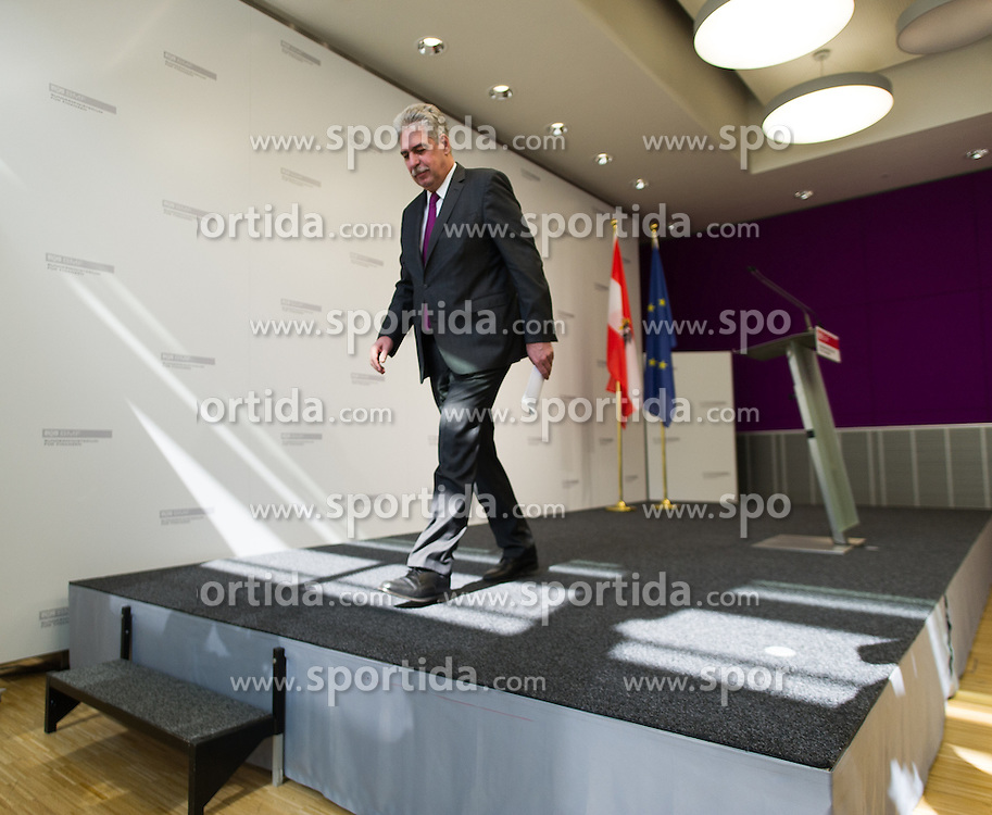 """14.03.2016, Finanzministerium, Wien, AUT, Bundesregierung, Pressekonferenz zum Thema """"Kärntner Rückkaufangebot"""" zur HETA, im Bild Bundesminister für Finanzen Hans Jörg Schelling (ÖVP) // Austrian Minister of Finance Hans Joerg Schelling  during press conference according to Heta, former known as Hypo Alpe Adria in Vienna, Austria on 2016/03/14, EXPA Pictures © 2016, PhotoCredit: EXPA/ Michael Gruber"""