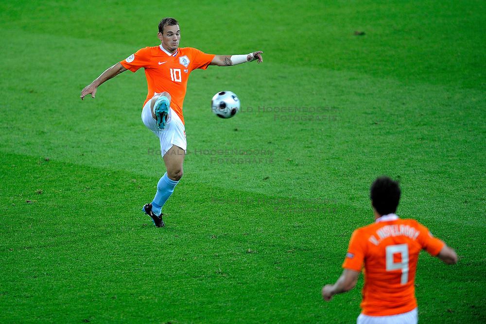 13-06-2008 VOETBAL: EURO 2008 NEDERLAND - FRANKRIJK: BERN <br /> Nederland wint met 4-1 van Frankrijk en plaatst zich als groepswinnaar voor de volgende ronde / Wesley Sneijder<br /> &copy;2008-WWW.FOTOHOOGENDOORN.NL