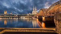Der Kölner Dom ist das Wahrzeichen der Stadt Köln. Die Hohenzollernbrücke wurde exakt entlang der Hauptachse des Kölner Doms errichtet. Dies ermöglicht eine beeindruckende Stadteinfahrt.