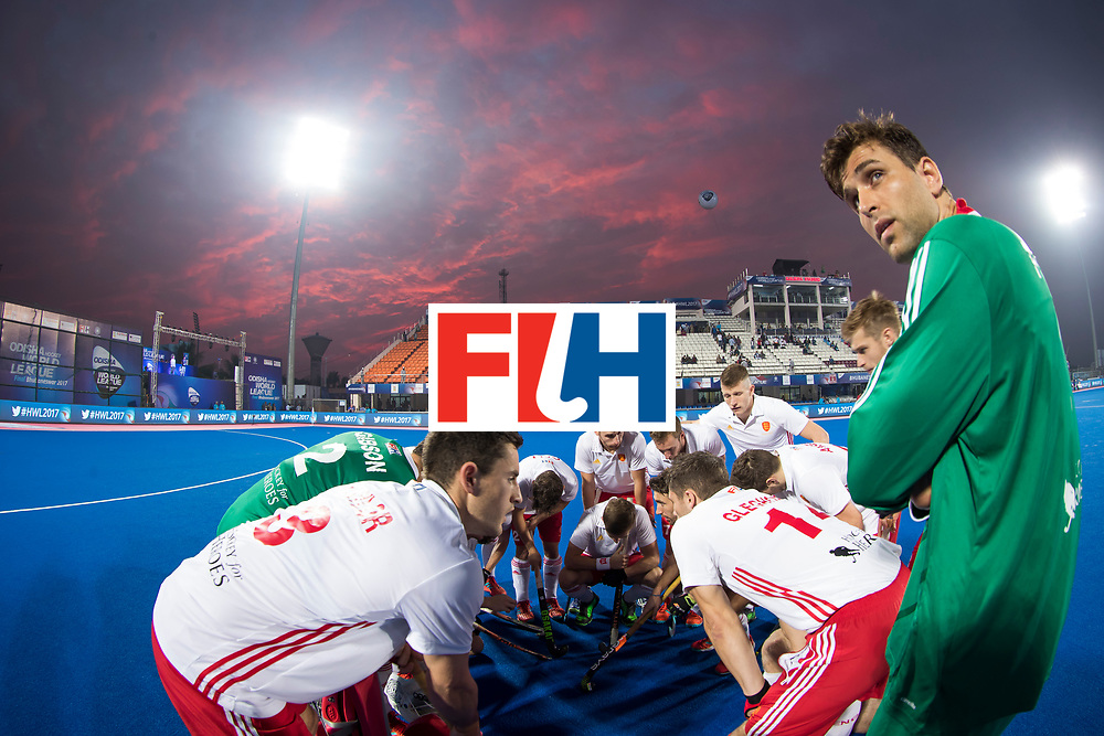 Odisha Men's Hockey World League Final Bhubaneswar 2017<br /> Match id:14<br /> England v Argentina , Quater Final<br /> Foto:  team England huddle , right keeper George Pinner (Eng) <br /> WSP COPYRIGHT KOEN SUYK