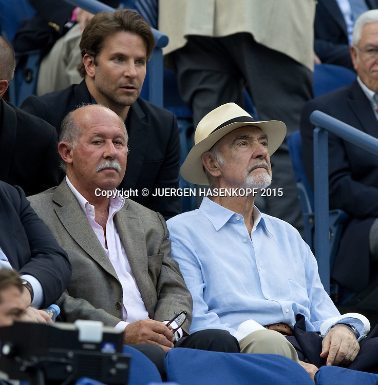 US Open Feature,Sir Sean Connery dahinter sitzt Schauspieler Bradley Cooper,VIP Gaeste in der Ehrenloge,<br /> <br /> Tennis - US Open 2015 - Grand Slam ITF / ATP / WTA -  Flushing Meadows - New York - New York - USA  - 11 September 2015.