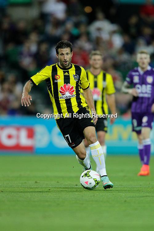 21.11.2014 Perth, Australia. Hyundai A League round 7, Perth Glory versus Wellington Phoenix. Vince Lia takes Phoenix into attack.