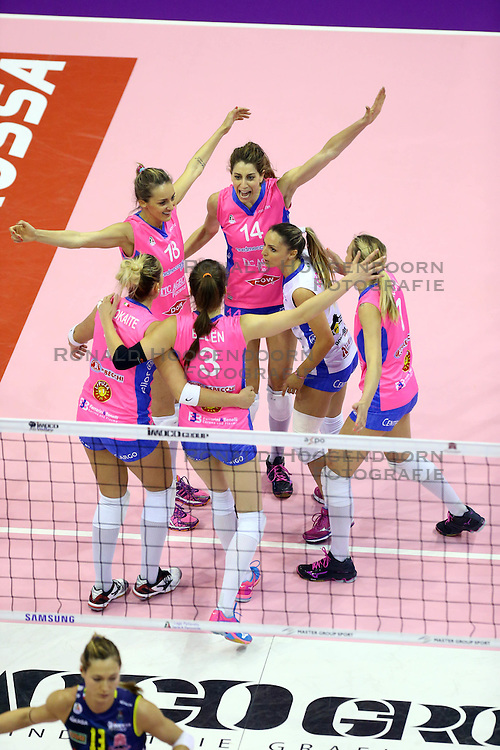 26-04-2016 ITA: Imoco Volley Conegliano - Nordmeccanica Piacenza, Treviso<br /> Final play-offs, Conegliano wint de eerste wedstrijd 1-0 / Yvon Belien, Floortje Meijners<br /> <br /> ***NETHERLANDS ONLY***