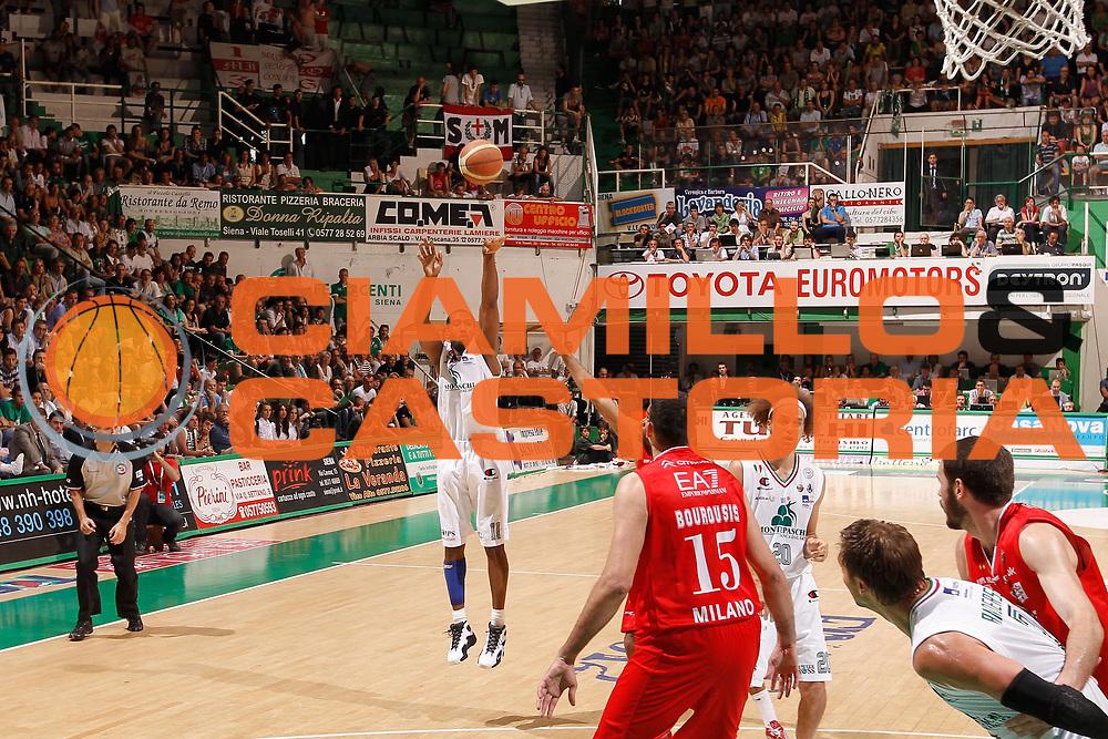 DESCRIZIONE : Siena Lega A 2011-12 Montepaschi Siena EA7 Emporio Armani Milano Finale scudetto gara 5<br /> GIOCATORE : Bootsy Thornton<br /> CATEGORIA : tiro<br /> SQUADRA : Montepaschi Siena<br /> EVENTO : Campionato Lega A 2011-2012 Finale scudetto gara 5<br /> GARA : Montepaschi Siena EA7 Emporio Armani Milano<br /> DATA : 17/06/2012<br /> SPORT : Pallacanestro <br /> AUTORE : Agenzia Ciamillo-Castoria/P.Lazzeroni<br /> Galleria : Lega Basket A 2011-2012  <br /> Fotonotizia : Siena Lega A 2011-12 Montepaschi Siena EA7 Emporio Armani Milano Finale scudetto gara 5<br /> Predefinita :