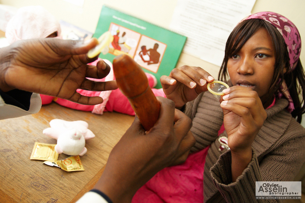 Esther Njeri (R), 20, follows the instructions of head nurse Pauline Ochola as she demonstrates condom use at the Makadara district hospital in Nairobi, Kenya on Wednesday December 16, 2009. Esther originally didn't want to hear about family planning, but changed her mind and decided to seek information on the occasion of a visit to the hospital planned for 6 months after she gave birth.