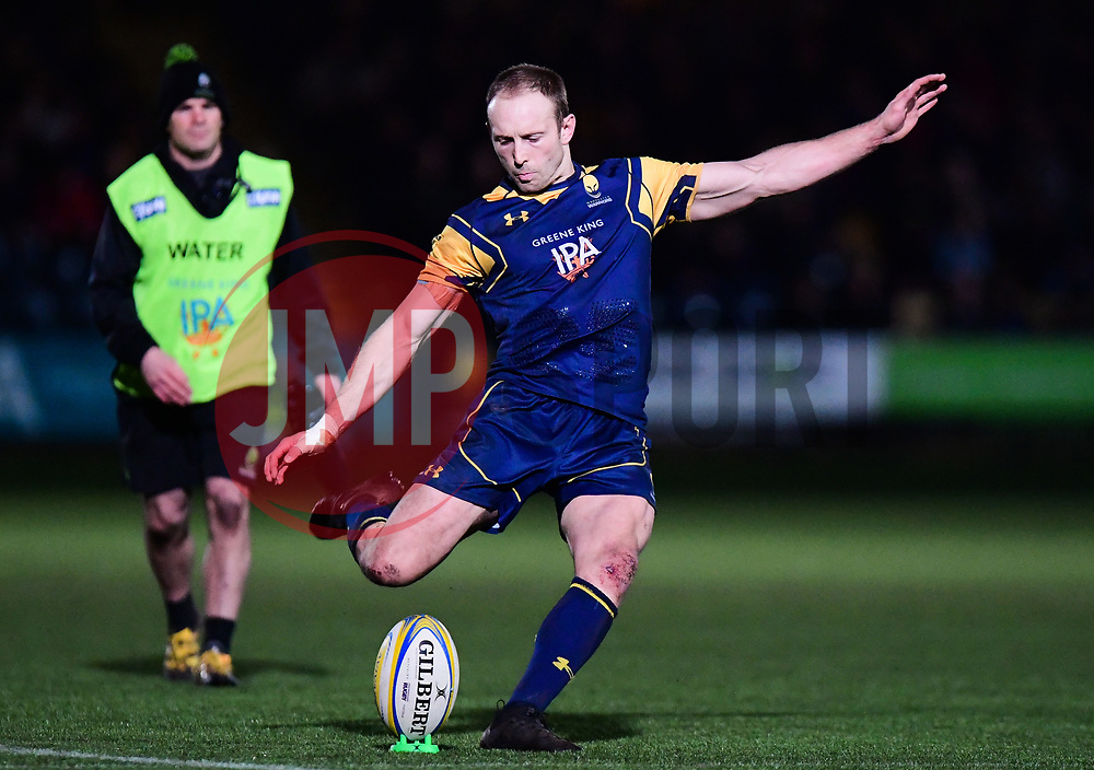 Chris Pennell of Worcester Warriors kicks  - Mandatory by-line: Alex Davidson/JMP - 22/12/2017 - RUGBY - Sixways Stadium - Worcester, England - Worcester Warriors v London Irish - Aviva Premiership