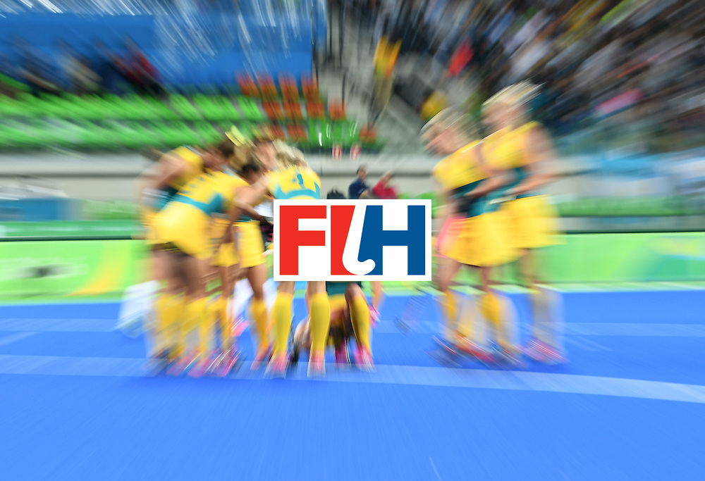 Australia's Jane-Anne Claxton (C) sits down during the women's field hockey Australia vs Argentina match of the Rio 2016 Olympics Games at the Olympic Hockey Centre in Rio de Janeiro on August, 11 2016. / AFP / MANAN VATSYAYANA        (Photo credit should read MANAN VATSYAYANA/AFP/Getty Images)