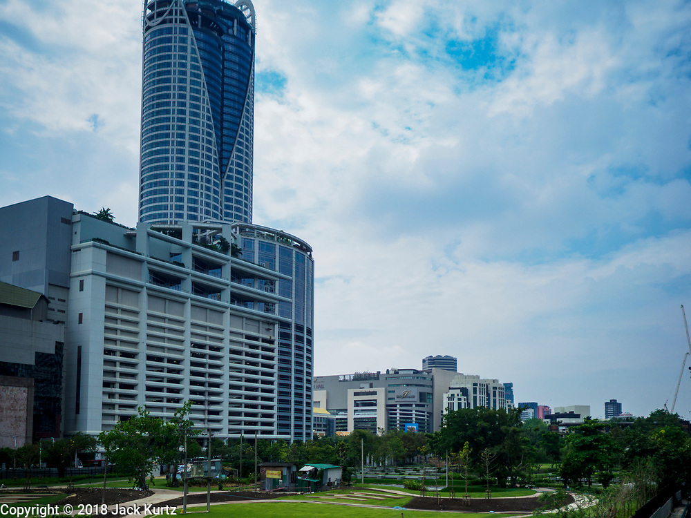 23 FEBRUARY 2018 - BANGKOK, THAILAND:  Central World and Paragon malls as seen from Saen Saeb Canal.    PHOTO BY JACK KURTZ