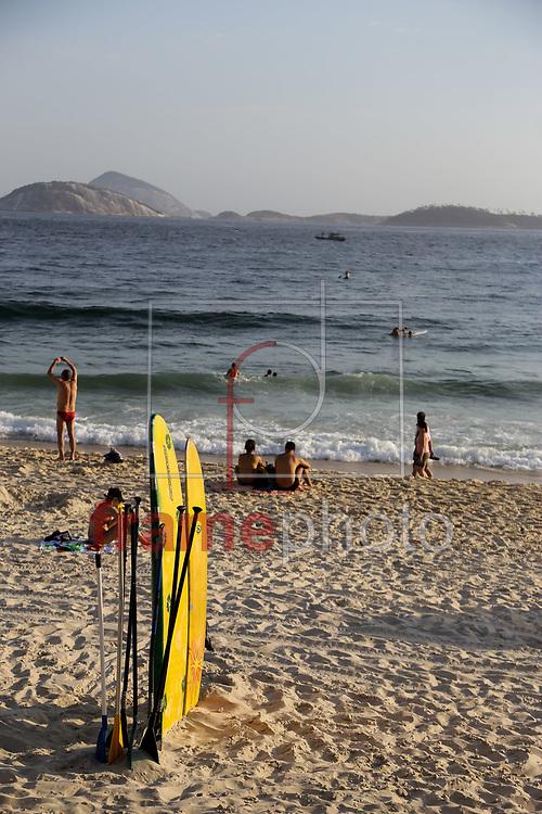 Movimentação na praia do Arpoador, zona sul da cidade nesta terça-feira(04/11). Foto: Rudy Trindade/Frame