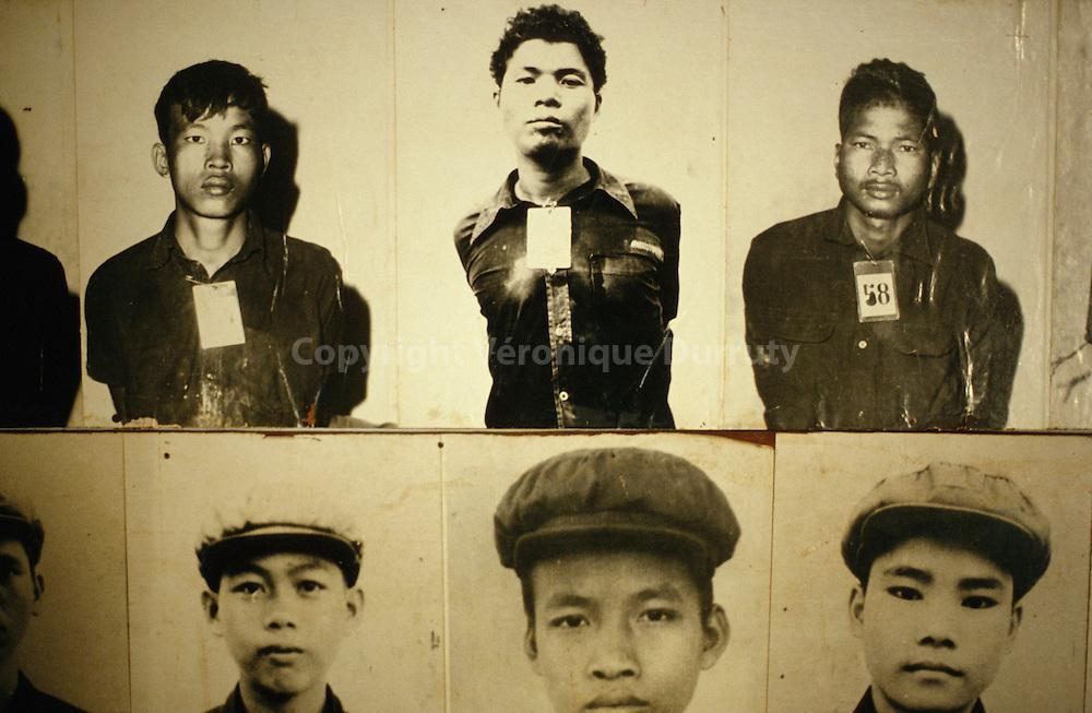 Portraits of the victims of the Cambodian genocide by the Khmer Rouges (led by Pol Pot) between 1975 and 1979..The museum is located in a former prison known under the name of S-21...Portraits de victimes du génocide du peuple cambodgien par les Khmers Rouges (dirigé par Pol Pot) entre 1975 et 1979..Musée situé dans une ancienne prison connue sous le nom de S-21.