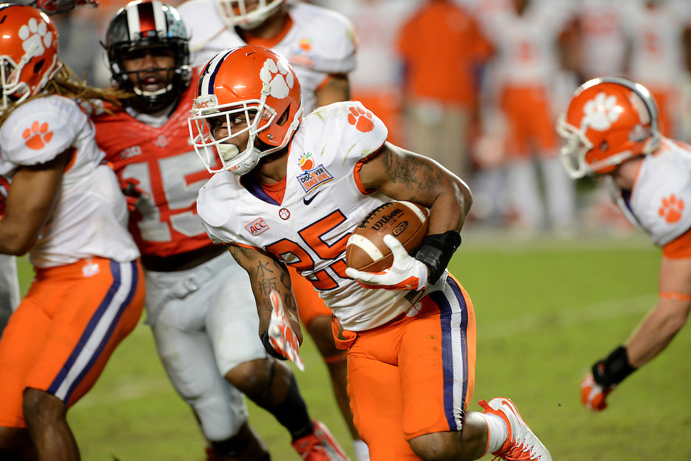 January 3, 2014: Roderick McDowell #25 of Clemson rushes upfield during the NCAA football game between the Clemson Tigers and the Ohio State Buckeyes at the 2014 Orange Bowl in Miami Gardens, Florida. The Tigers defeated the Buckeyes 40-35.