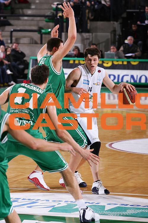 DESCRIZIONE : Treviso Lega A1 2005-06 Benetton Treviso Upea Capo Orlando <br /> GIOCATORE : Carter <br /> SQUADRA : Upea Capo Orlando <br /> EVENTO : Campionato Lega A1 2005-2006 <br /> GARA : Benetton Treviso Upea Capo Orlando <br /> DATA : 03/12/2005 <br /> CATEGORIA : Penetrazione <br /> SPORT : Pallacanestro <br /> AUTORE : Agenzia Ciamillo-Castoria/S.Silvestri