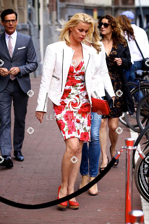 AMSTERDAM - In het DeLaMar Theater is de premiere van een Nederlands toneelstuk 'Een Ideale Vrouw' een komedie over liefde. Met op de foto  Bridget Maasland. FOTO LEVIN DEN BOER - PERSFOTO.NU