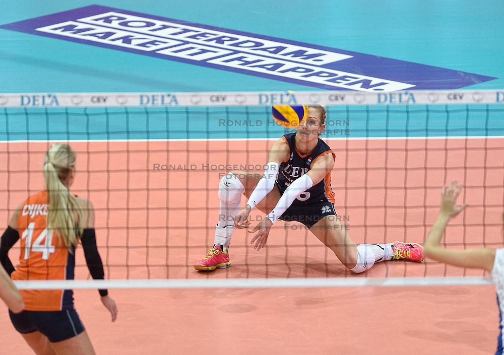 04-10-2015 NED: Volleyball European Championship Final Nederland - Rusland, Rotterdam<br /> Nederland verliest kansloos met 3-0 van het sterke Rusland / Debby Stam-Pilon #16