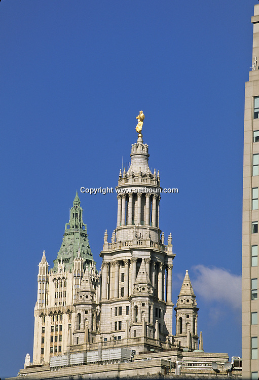 New York  municipal building  art deco and Woolworth tower in lower manhattan new york   / le municipal building  ,