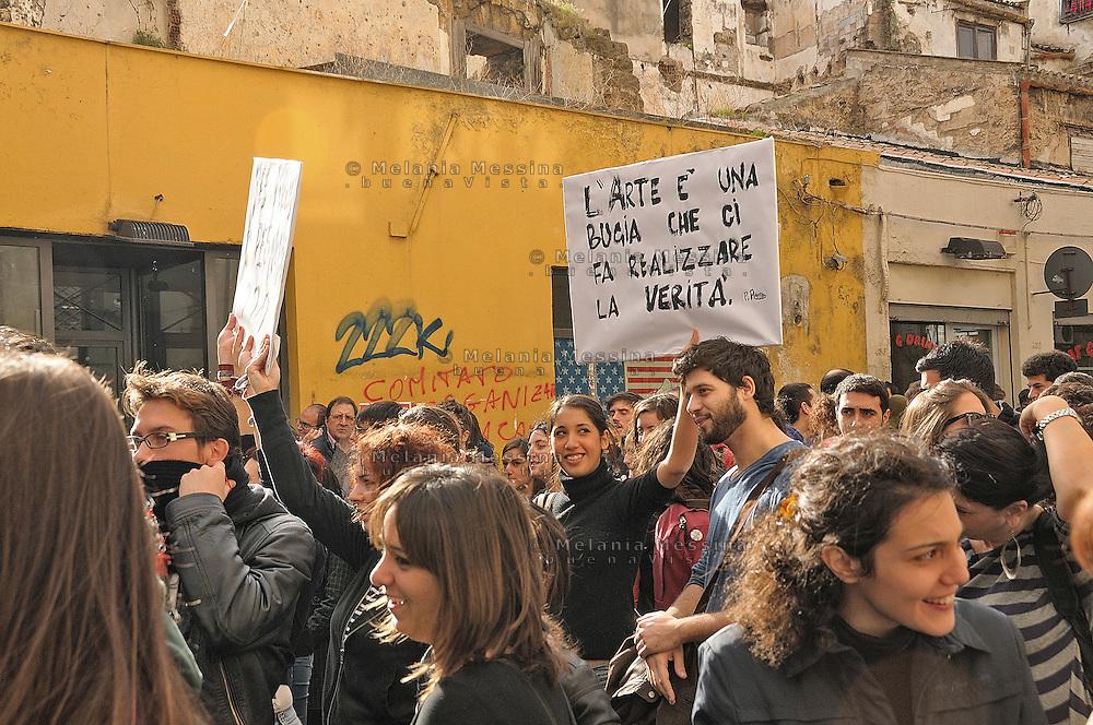 Il 30 novembre momento di picco della protesta degli studenti a Palermo.<br /> One of the moments of the students protest in Palermo against the reform of public school and university by Berlusconi government