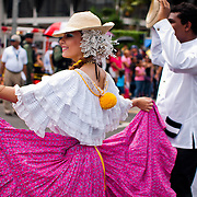 FIESTAS PATRIAS - PANAMA 2011<br /> Noviembre, mes de la patria de Panamá. Todo inicia el 3 de noviembre de 1903, en este día se celebra la separación de Panamá de Colombia, seguidamente el 4 de noviembre, los panameños celebran el día de la Bandera; el 5 de noviembres de 1903 se siguen luciendo las calles y avenidas de Panamá y la provincia de Colón con la reafirmación de la separación de Panamá de Colombia; el 10 de noviembre en 1821 se dio el Grito de Independencia de la Villa de Los Santos y el 28 de noviembre de 1821, se da la independencia de España.<br /> Noviembre, un mes donde se conmemoran días de mucha historia para la República de Panamá. Es en este mes donde la historia, los valores, las tradiciones y las costumbres folklóricas del país toman un verdadero realce a nivel nacional. En grandes masas se acercan miles de panameños y extranjeros dándose cita a las avenidas de la ciudad de Panamá y en las provincias dispuestos a disfrutar de los desfiles patrios preparados por las distintos colegios y por distintas asociaciones de la ciudad de Panamá. <br /> <br /> Photography by Aaron Sosa<br /> Ciudad de Panamá - Panamá 04-11-2011