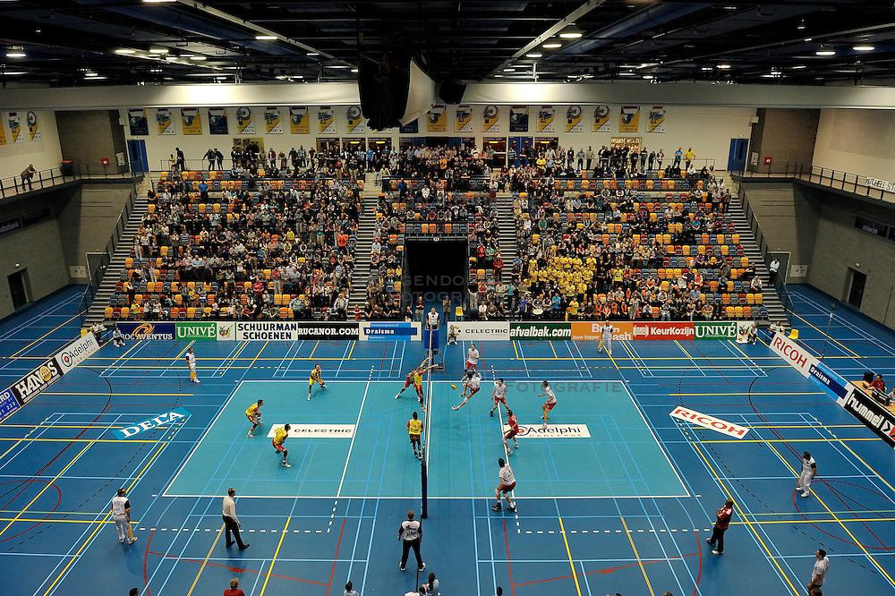 02-04-2011 VOLLEYBAL: SEMI FINAL DRAISMA APELDOORN - RIVIUM ROTTERDAM: APELDOORN<br /> Rotterdam wint de 3de wedstrijd in de playoffs en plaatst zich voor de finale / <br /> Omnisportcentrum Apeldoorn<br /> &copy;2011 Ronald Hoogendoorn Photography