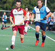 AMSTELVEEN   - Bram Cornelisse (Almere) met Christiaan Stroboer.  1e wedstrijd Hurley-Almere (2-2), Hurley wint so.  play offs/ Play outs.   COPYRIGHT  KOEN SUYK