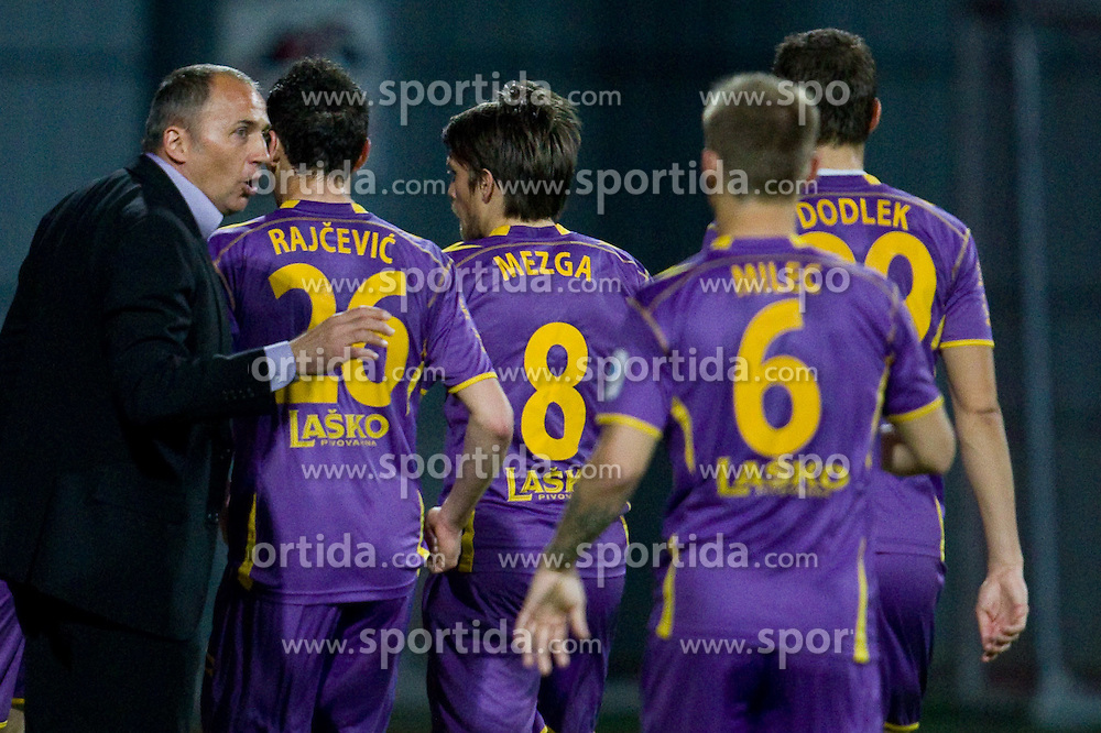 Head coach of Maribor Darko Milanic with players during football match between NK Domzale and NK Maribor in 27th Round of Slovenian 1st League PrvaLiga, on April 9, 2011 in Sports park Domzale, Slovenia.  (Photo By Vid Ponikvar / Sportida.com)