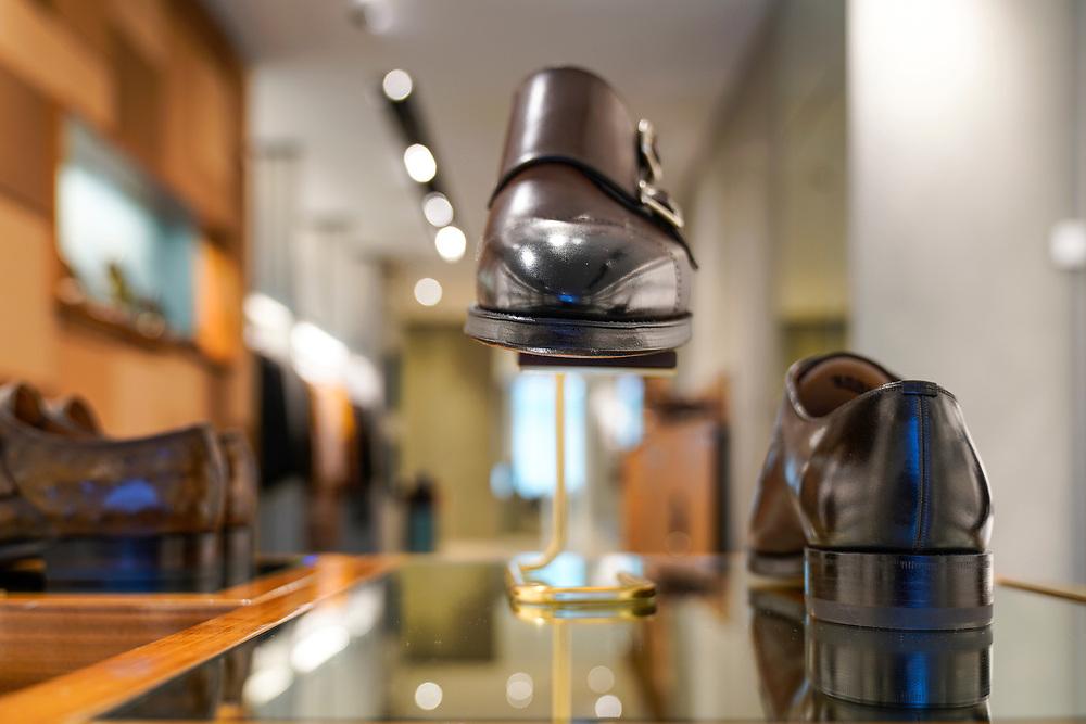 Bally, Rue du Rh&ocirc;ne 47 &agrave; Gen&egrave;ve.<br /> Ligne de v&ecirc;tements, chaussures, manteaux, et accessoires en cuir haut de gamme pour hommes et femmes.<br /> Gen&egrave;ve avril 2018<br /> &copy; Nicolas Righetti /Lundi13.ch