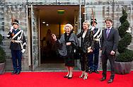 HAARLEM - Prinses Beatrix en LAurentien en pieter chirtsiaan komen aan voor het Koningsdagconcert in de Philharmonie. Tijdens het concert zal onder andere jazztrompetist Eric Vloeimans optreden. COPYRIGHT ROBIN UTRECHT