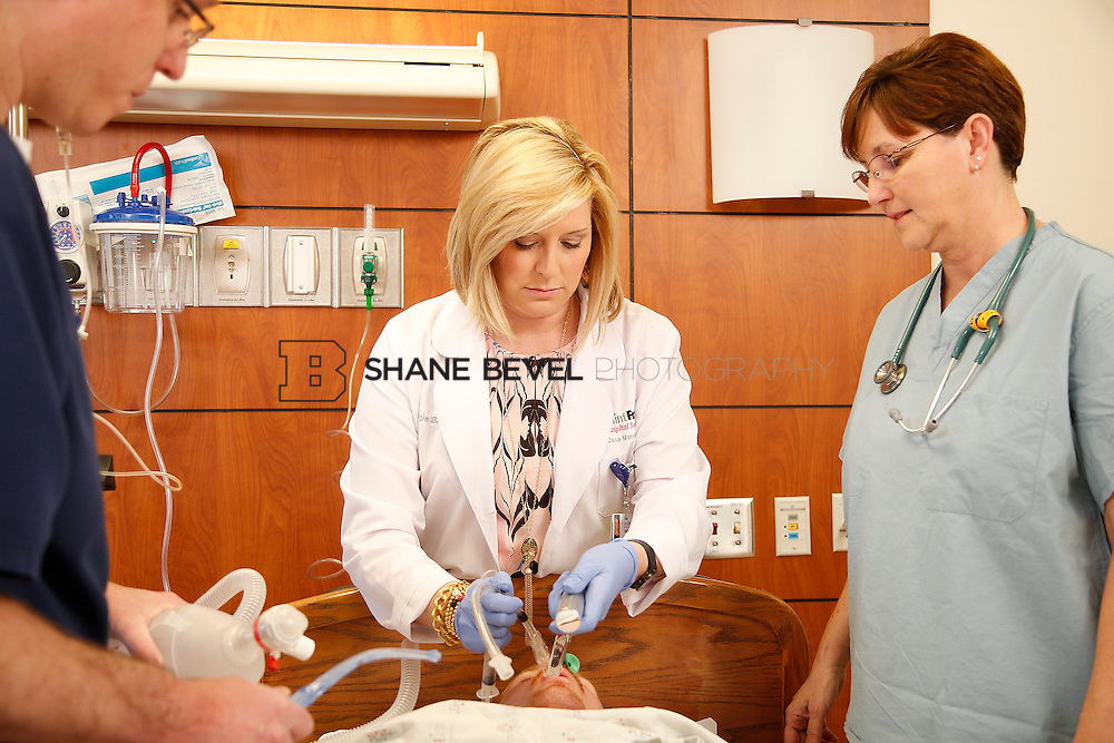 1/28/16 2:57:21 PM --  Stock photography of nurses and techs at Saint Francis Hospital South. <br /> <br /> Photo by Shane Bevel