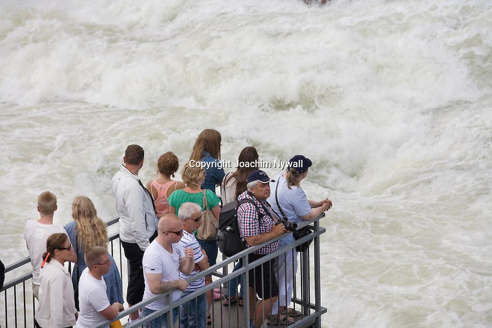 Trollh&auml;ttan 2012 07 21 Trollh&auml;ttefallen Fallens Dagar<br /> Fallen i Trollh&auml;ttan <br /> Vattenfall vattenkraft f&ouml;rnyelsebar energi el turister turistm&aring;l sommar vatten<br /> <br /> <br /> ----<br /> FOTO : JOACHIM NYWALL KOD 0708840825_1<br /> COPYRIGHT JOACHIM NYWALL<br /> <br /> ***BETALBILD***<br /> Redovisas till <br /> NYWALL MEDIA AB<br /> Strandgatan 30<br /> 461 31 Trollh&auml;ttan<br /> Prislista enl BLF , om inget annat avtalas.