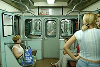 10 AUG 2003, TASCHKENT/USBEKISTAN:<br /> Fahrt in einer U-Bahn in Tashkent, Usbeksitan<br /> IMAGE: 20030810-01-066<br /> KEYWORDS: Tashkent, Uzbekistan, Bahn, Verkehrsmittel, Zug, train, underground, Nahverkehr