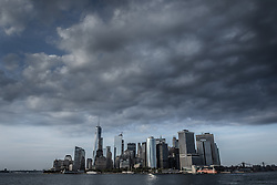 THEMENBILD - Eine der bekanntesten und beliebtesten Touristenattraktionen in New York ist die Staten Island Ferry, die zwischen der Suedspitze Manhattans und Staten Island pendelt, im Bild die Skyline von Manhattan, Aufgenommen am 09. August 2016 auf der Staten Island Ferry// One of the best-known and most popular tourist attractions is the Staten Island Ferry, which runs between Manhattan and Staten Island. This picture shows the skyline of Manhattan, New York City, United States on 2016/08/09. EXPA Pictures © 2016, PhotoCredit: EXPA/ Sebastian Pucher
