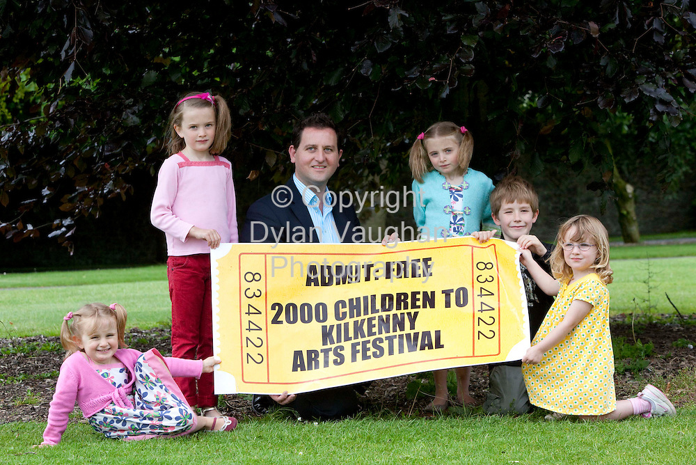 8/7/2009.free picture no charge for use.From left Molly Downes (4), Katy Downes (7), Lucy Downes (5) Finn Branigan (7) and Saoirse Brannigan (4) with Terry Clune, CEO of taxback.com, announcing a unique new recession-friendly partnership with Kilkenny Arts Festival, that will enable 2000 children to attend children's events at the Festival absolutely free. Kilkenny Arts Festival runs 7-16 August, 2009. www.kilkennyarts.ie.Picture Dylan Vaughan