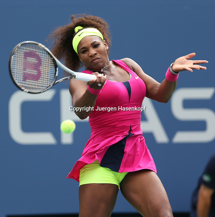 US Open 2012, USTA Billie Jean King National Tennis Center, Flushing Meadows, New York,.ITF Grand Slam Tennis Tournament ,.Serena Williams (USA),Aktion,Einzelbild,.Halbkoerper,Hochformat,