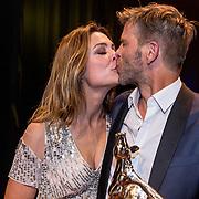 NLD/Utrecht/20191004 - Uitreiking Gouden Kalveren 2019, Kurt Loyens wint een gouden kalf op de foto samen met zijn partner Evi Hanssen