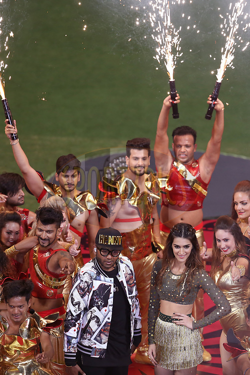 Bollywood actress Kriti Sanon and Benny Dayal performing at the opening ceremony during match 5 of the Vivo 2017 Indian Premier League between the Royal Challengers Bangalore and the Delhi Daredevils held at the M.Chinnaswamy Stadium in Bangalore, India on the 8th April 2017<br /> <br /> Photo by Faheem Hussain - IPL - Sportzpics