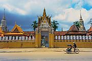 GK3NEN ca. 1990 - 2000, Phnom Penh, Cambodia --- Rickshaw Passing the Royal Palace in Phnom Penh --- Image by © Jeremy Horner